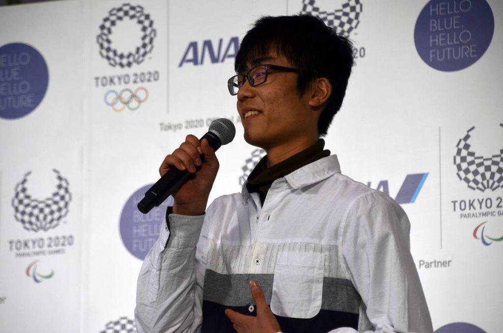 機体デザインコンテストで大賞を受賞した松本朝陽さん