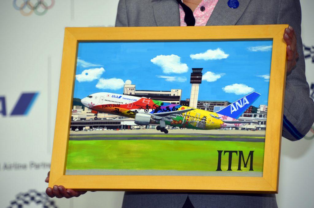 ポスターカラーとペンを使って松本さんが手書きで描いた羽田空港と伊丹空港での「HELOO 2020 JET」