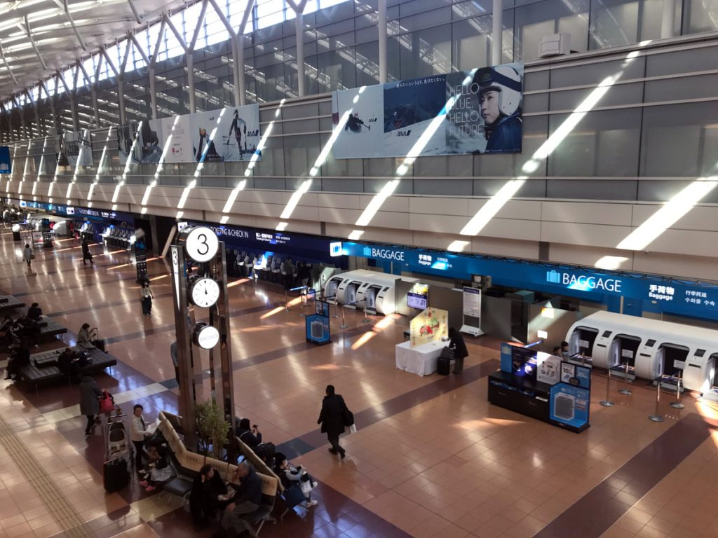 絵馬は羽田空港第2ターミナル2階の北側の3番時計台前に設置されている