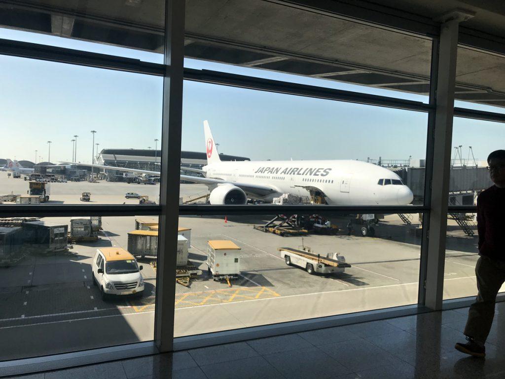 約5時間のフライトで香港国際空港に到着