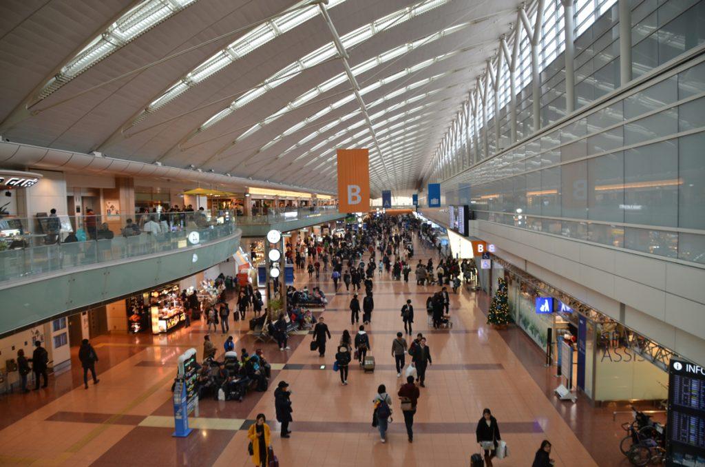 ANA国内線が出発する羽田空港第2ターミナル