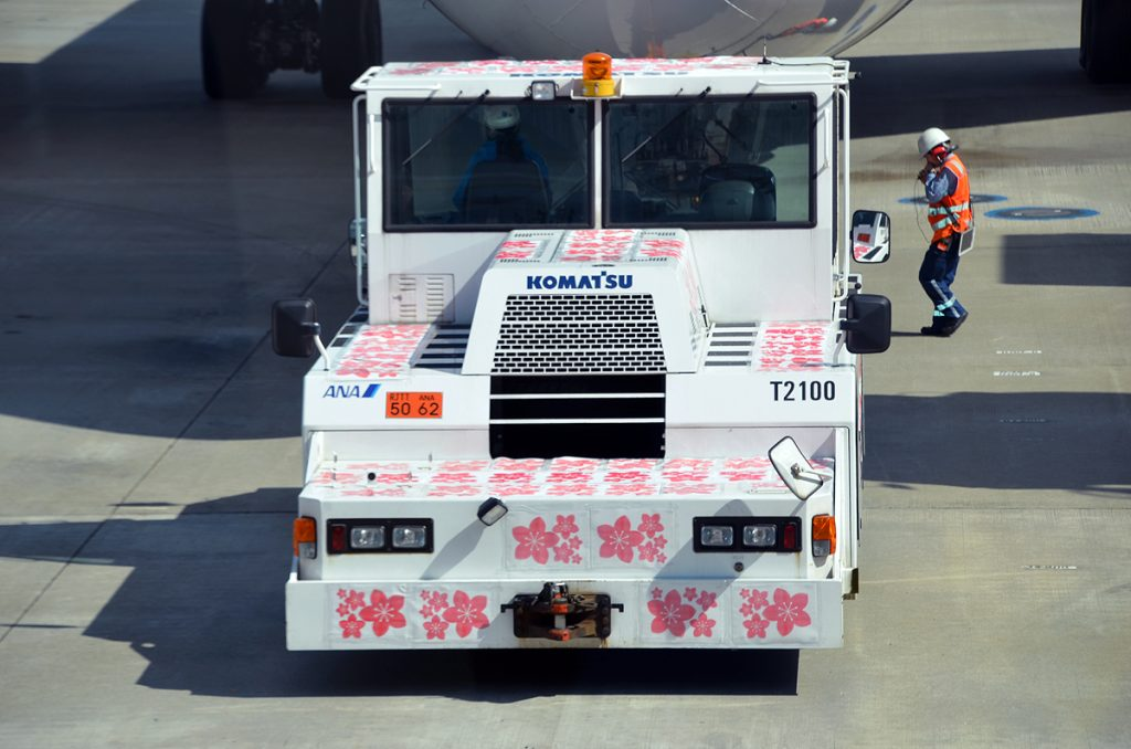 牽引車も桜のデザインに変身