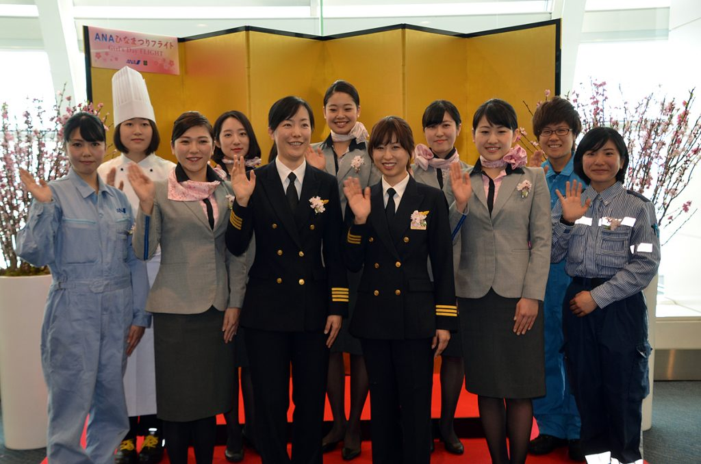 ANAグループ女性スタッフの記念撮影
