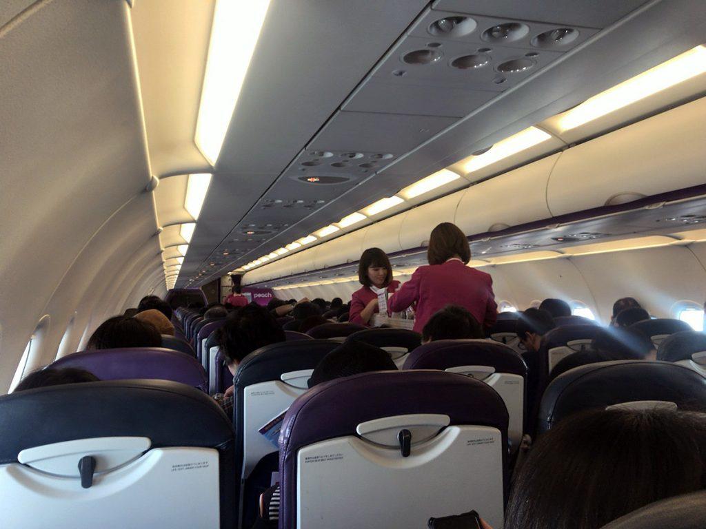 離陸後の機内