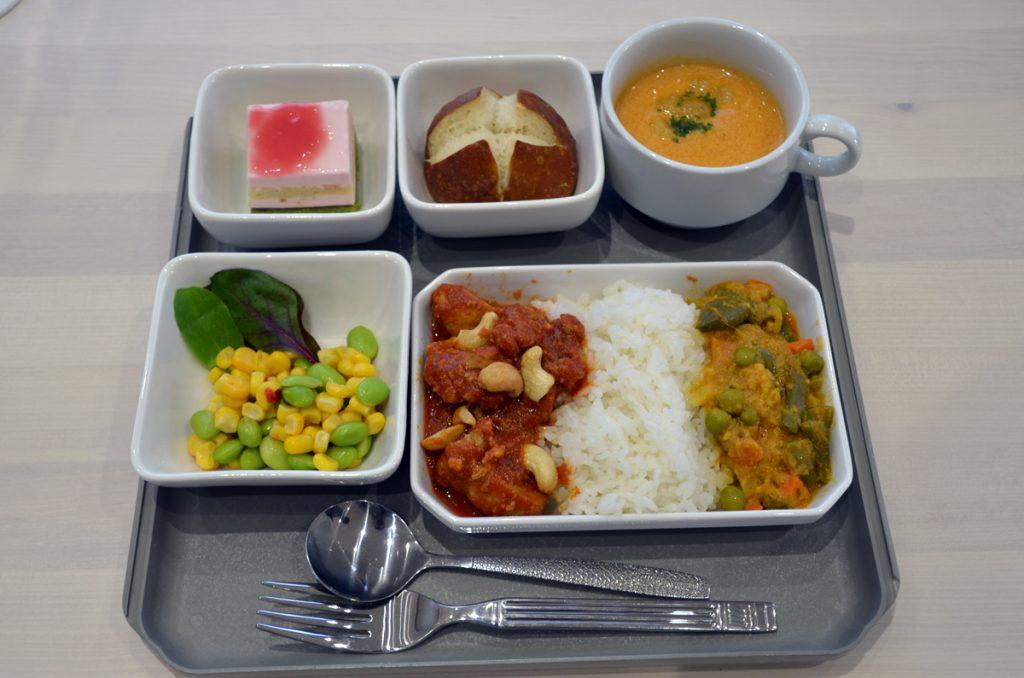 ゲートグルメ社が毎日製造している「チャーリイズ特製機内食(1780円+税)」