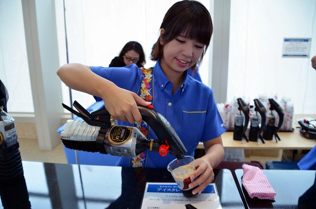 ネスレ日本の「ネスカフェ ゴールドブレンド ハンディ アイスクレマサーバー」で泡も入ったアイスコーヒーを無料配布