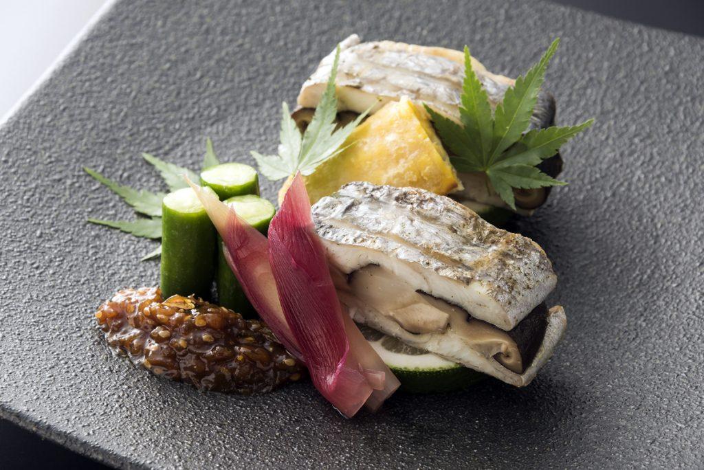 大分県産 香菇の太刀魚挟み焼き(写真提供:ANA)