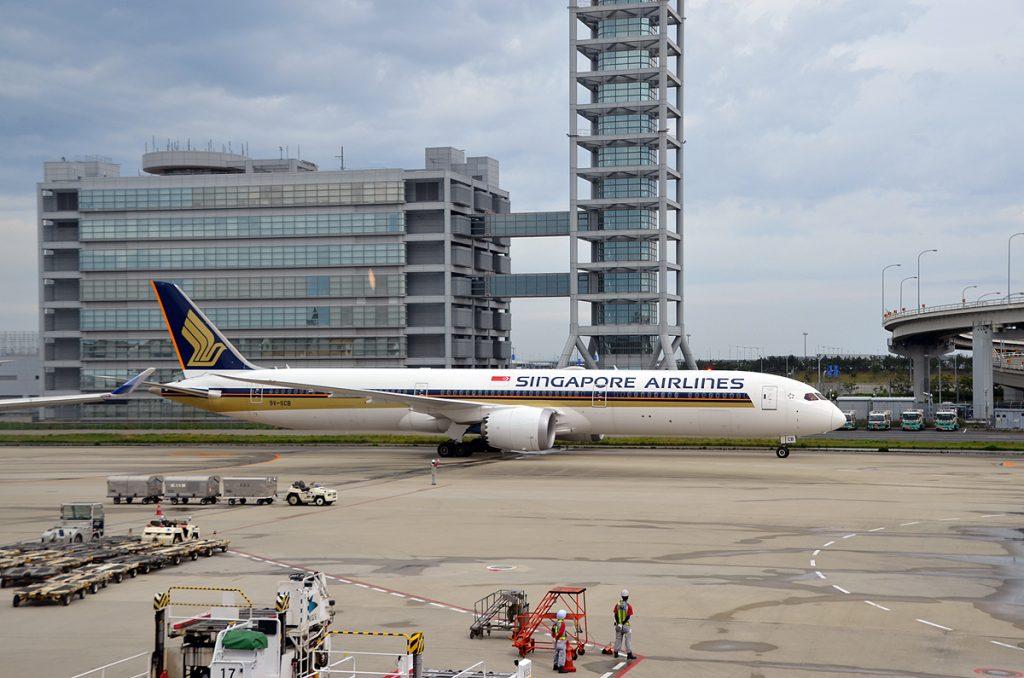 シンガポールから到着したSQ618便