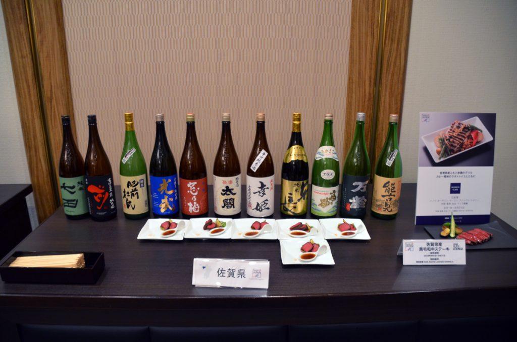 九州各地の地酒がラウンジ内で提供される