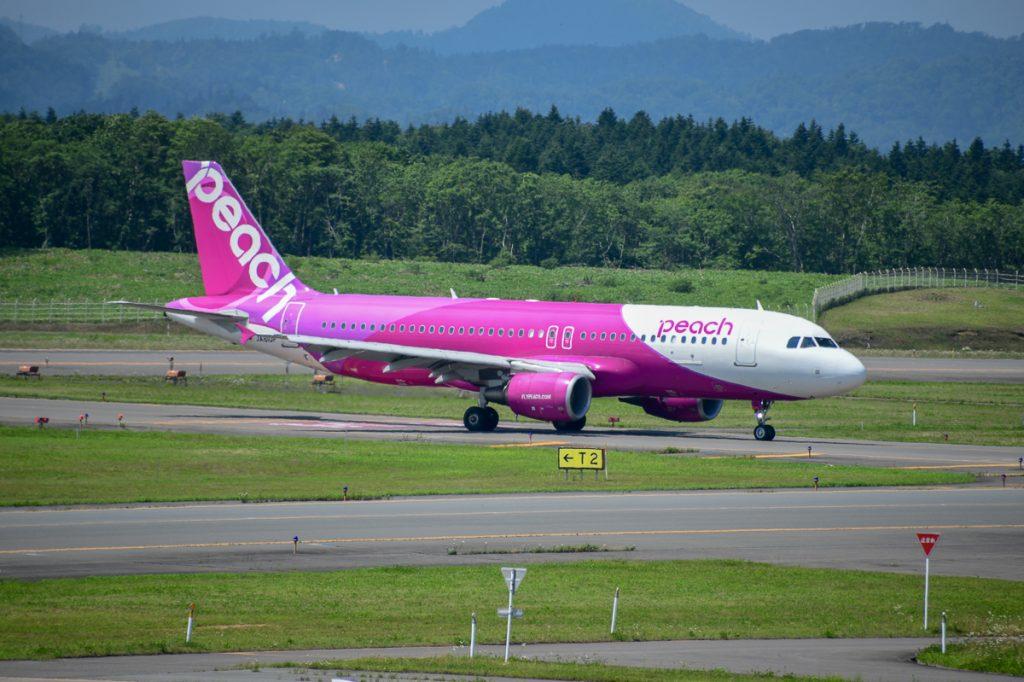 関西空港からの初便となるピーチ125便が釧路空港に着陸