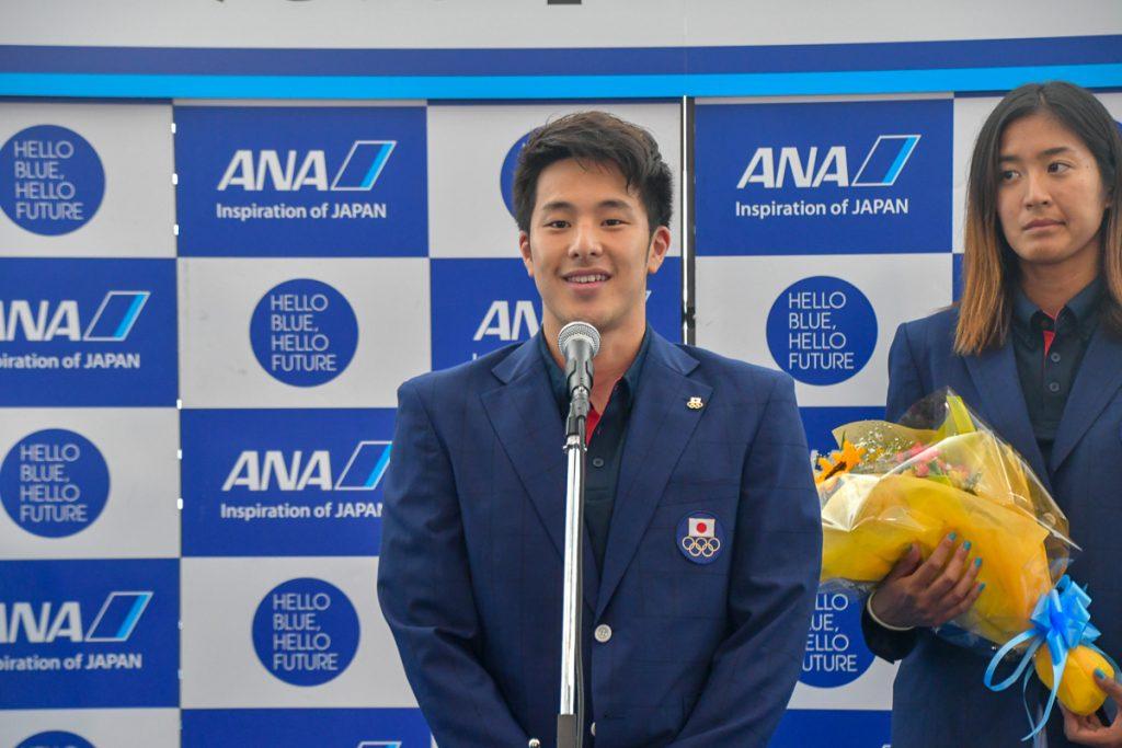 選手代表として挨拶するANA所属の瀬戸大也選手