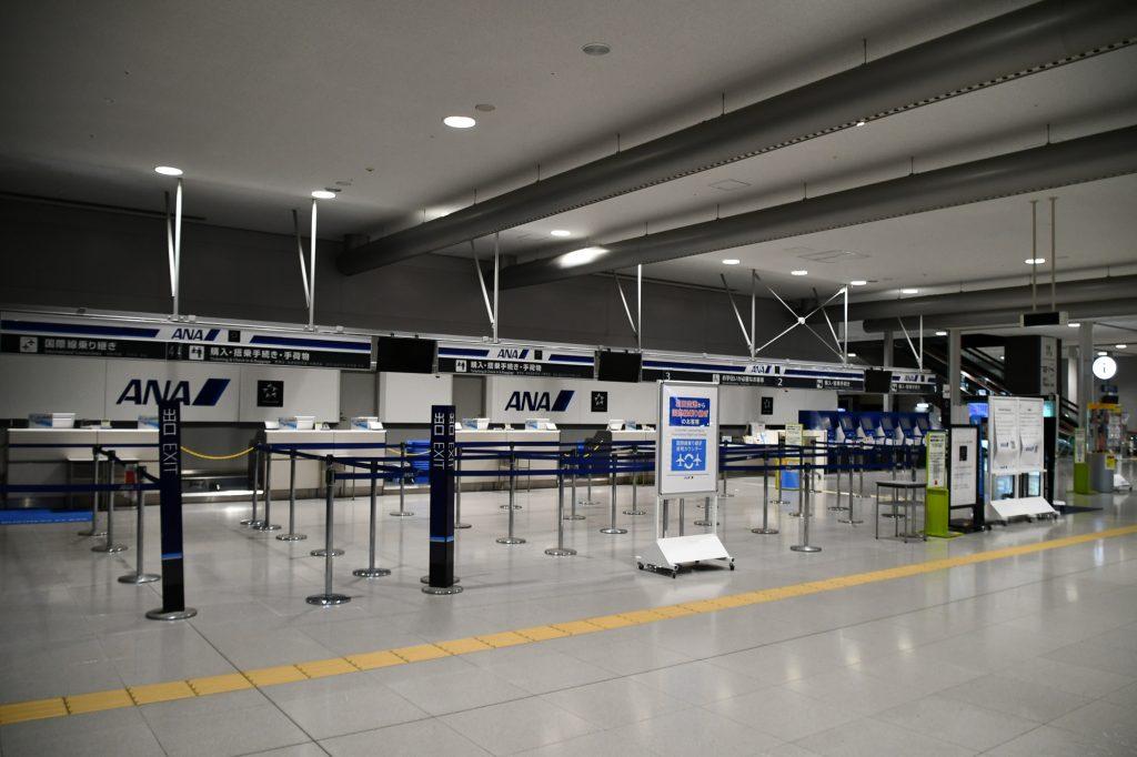 閉鎖中の関西空港のANA国内線チェックインカウンター(2018年9月9日撮影)