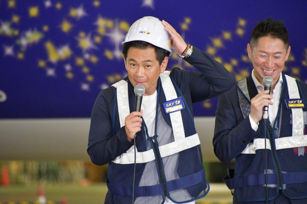 飛行機大好き芸人の遠藤章造さん。タイガースジェットを観て「今は低空飛行」と話すなど会場を盛り上げた。