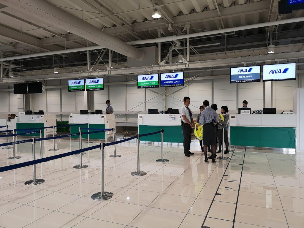 9月8日から上海行きの便で暫定的に使用している関西空港第2ターミナルの国際線チェックインカウンター。14日以降は第1ターミナルに戻る。
