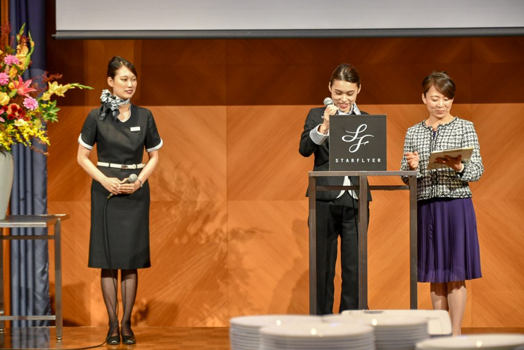 スターフライヤーの客室乗務員もイベントに登壇し、参加者に航空券などが当たる抽選会も行われた。