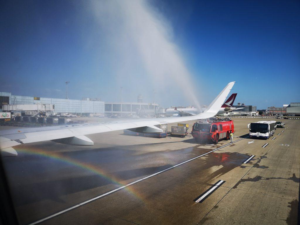 台北・桃園国際空港では放水アーチでお出迎え