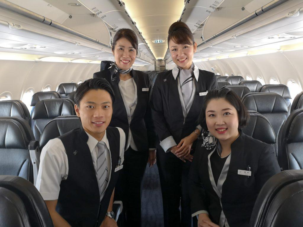 中部から台北への初便に乗務した客室乗務員4名