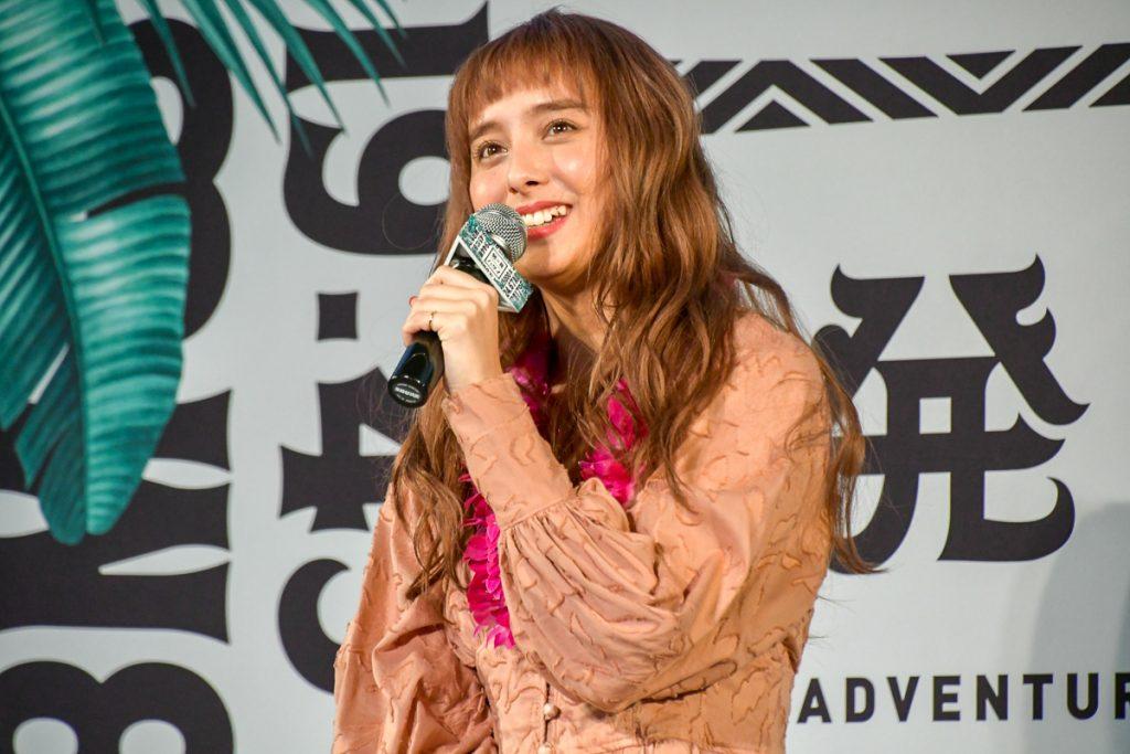 楽しくハワイの魅力を語るモデルの石田ニコルさん
