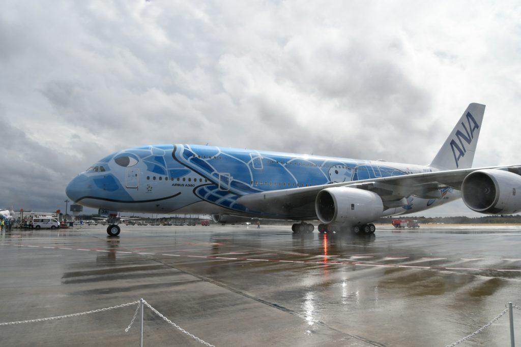 成田空港に着陸したANAが受領したエアバスA380型機