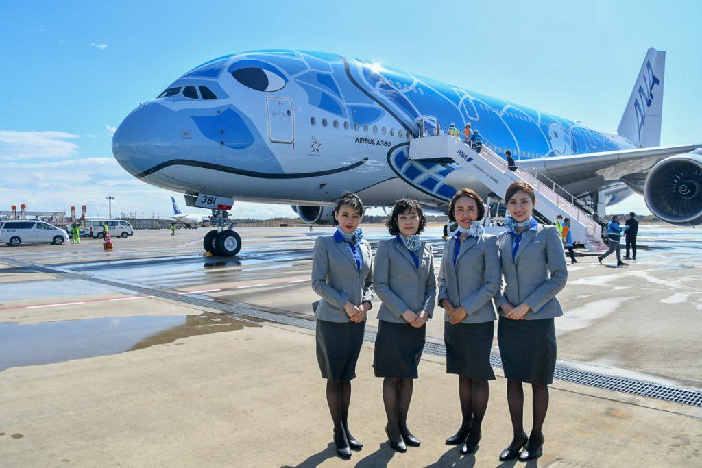ANAの客室乗務員とA380型機