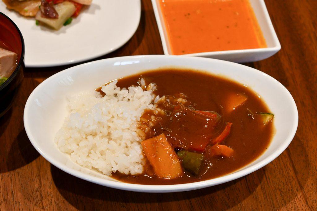 ベジタブルカレーはオリジナルのレシピで試食した記者から一番評価が高かった
