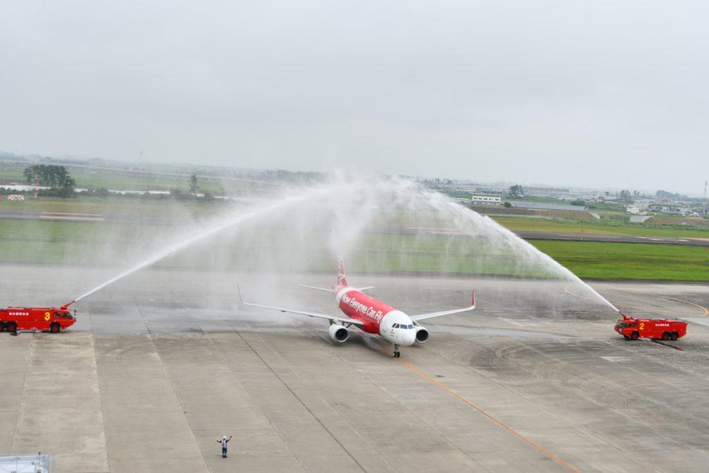 中部空港からの到着時には放水アーチで出迎えた