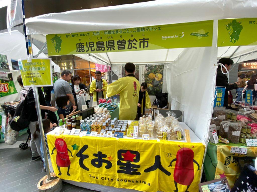 各物産スペースで九州・沖縄の特産品を販売している