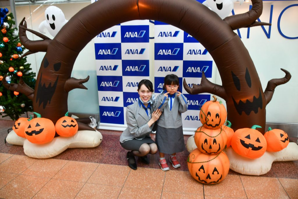 お子様も空港でのハロウィンイベントを楽しんでいた
