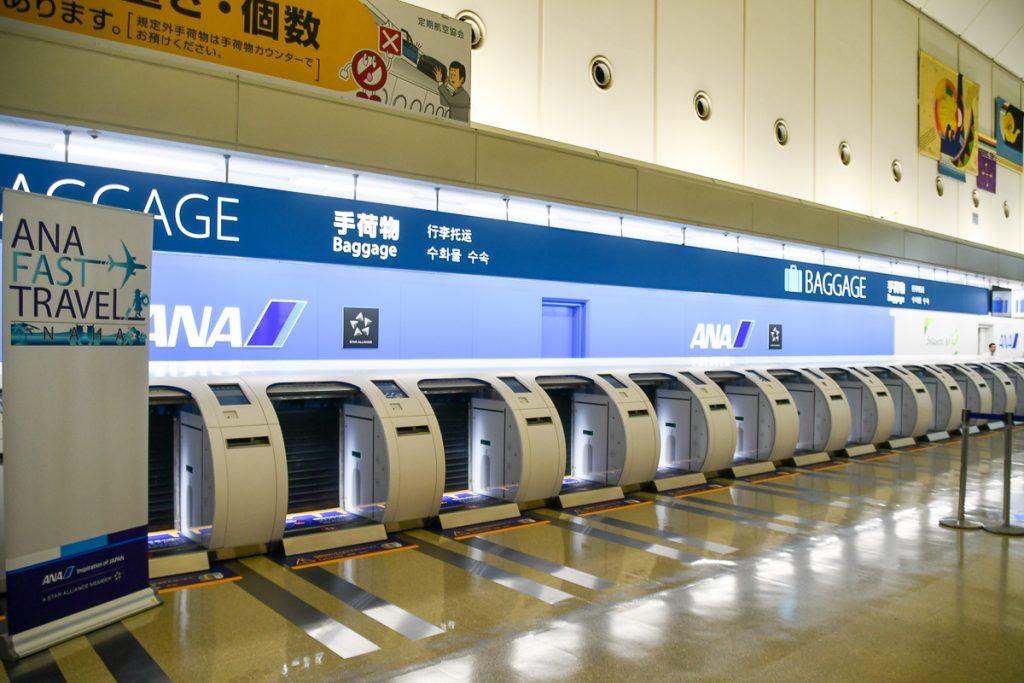 那覇空港に新しく16台設置された自動手荷物預け機「ANA Baggage Drop」